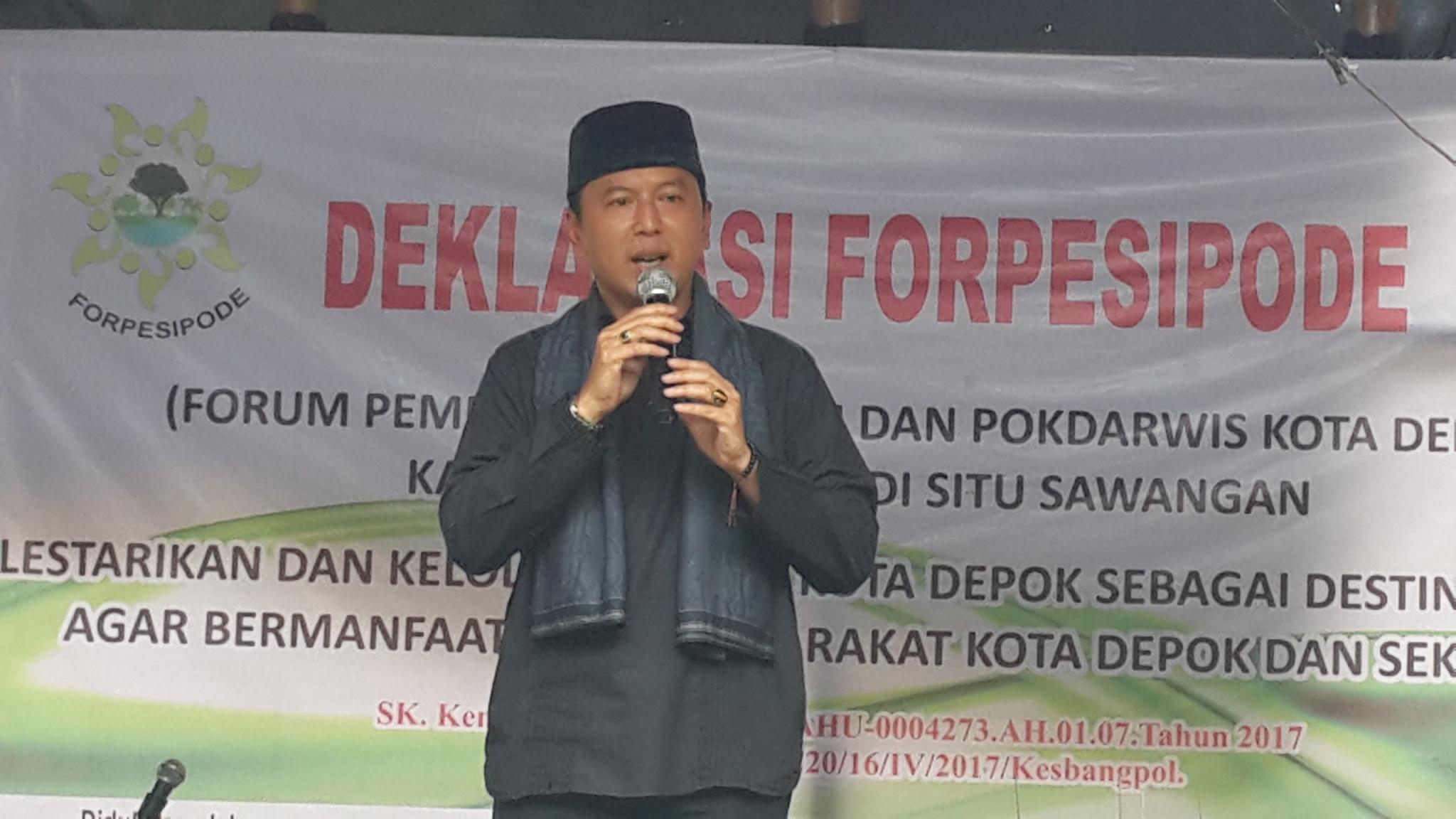 Kepala Kesbangpol Depok Dadang Wihana memberikan sambutan.