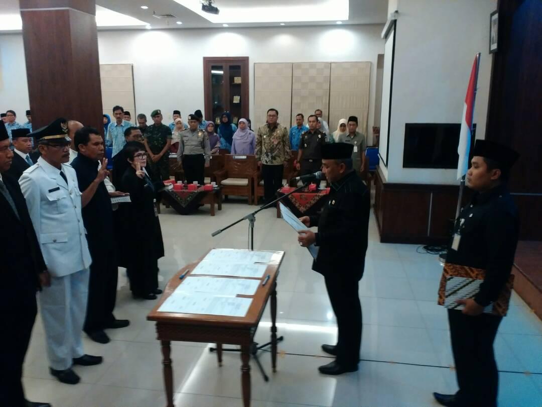 Walikota Depok Mohammad Idris melantik pejabat Pemkot Depok