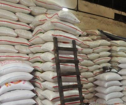 Stok beras di Depok cukup tersedia sampai lebaran.