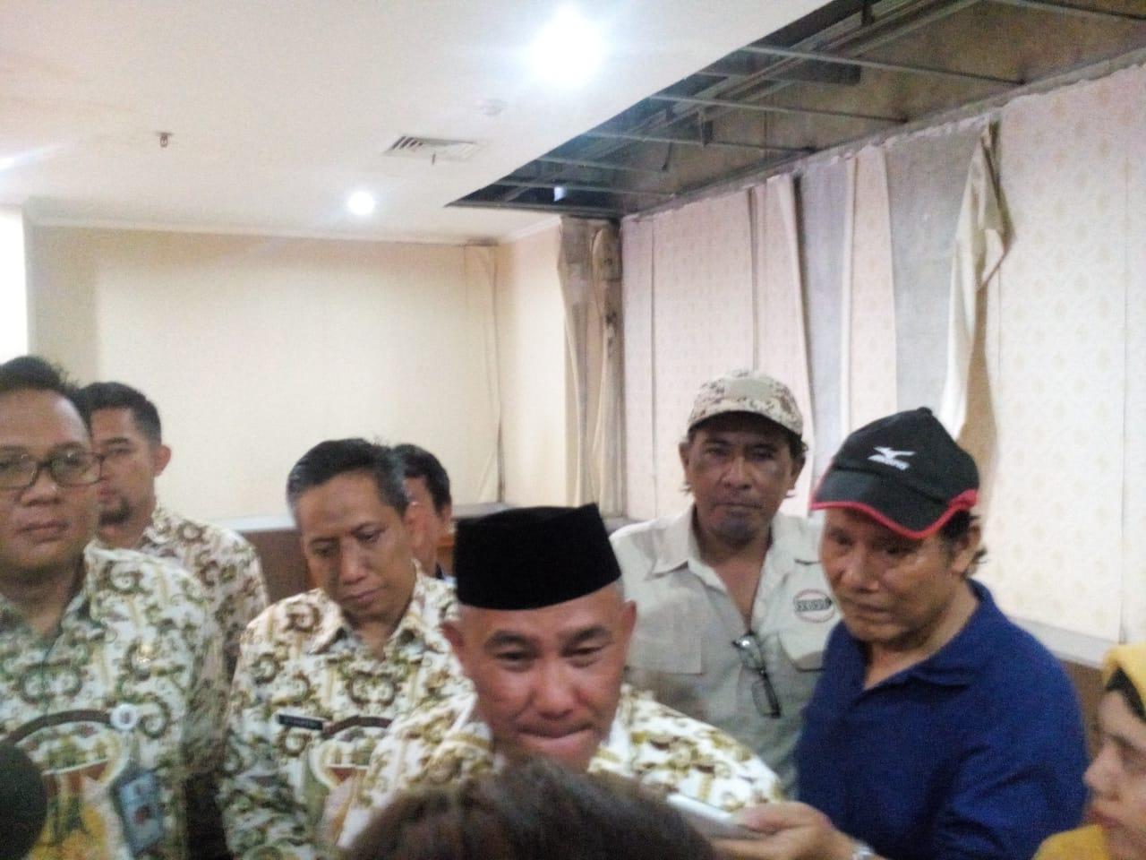 Walikota Depok Mohammad Idris didampingi Kepala Dinas Pendidikan Kota Depok,  Mohammad Thamrin.