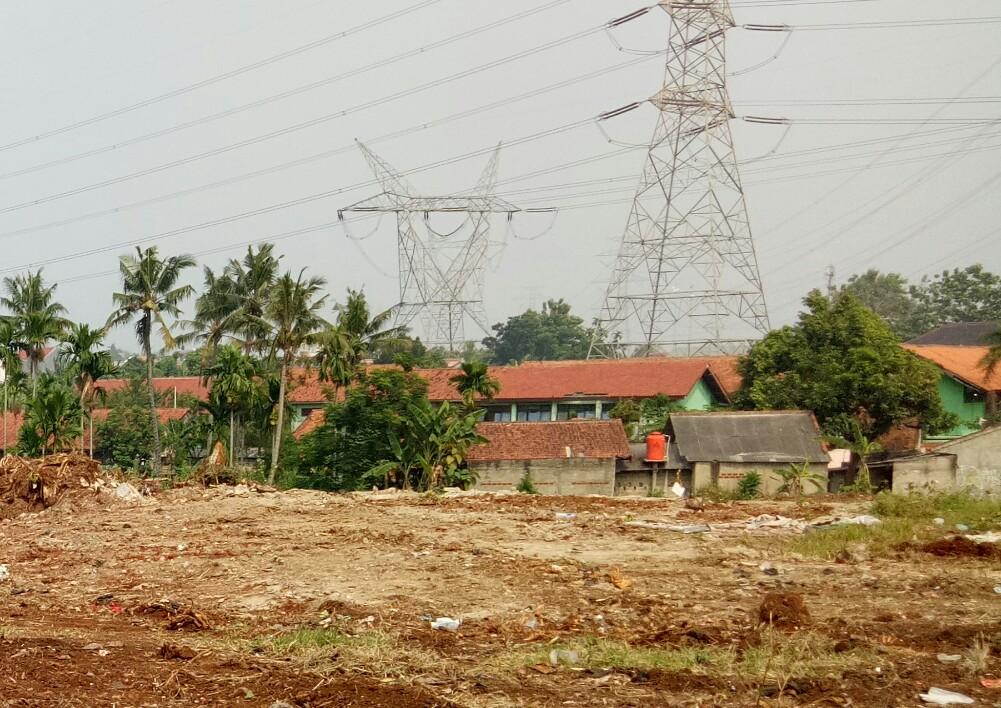 Inilah progres pembangunan jalan tol Depok Antasari dengan latar belakang SMPN 13 Depok.