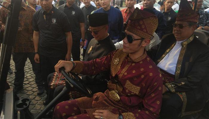 Mantan Presiden SBY ngambek dan keluar dari barisan karnaval deklarasi kampanye damai di Monas.