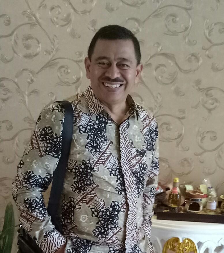 Despandri,  calon anggota DPRD Kota Depok bangga memakai baju batik karya pembatik Kota Depok