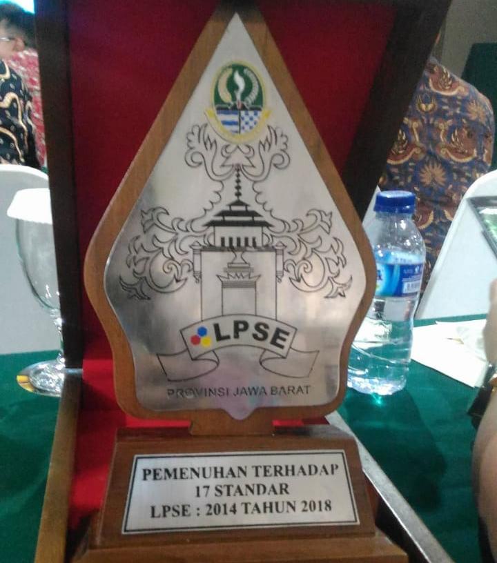 Inilah penghargaan yang diterima UPT LPSE Kota Depok.