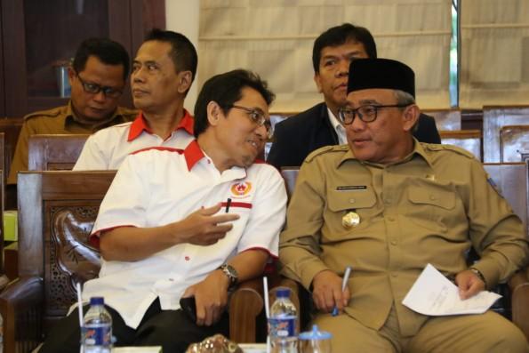 Ketua KONI Depok Amri Yusra bersama Walikota Depok, Mohammad Idris.