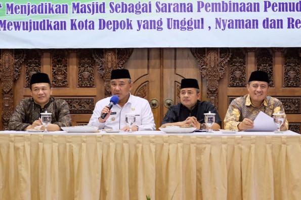 Walikota Depok Mohammad Idris ketika memberikan pengarahan pada Bimtek DKM se Kota Depok.