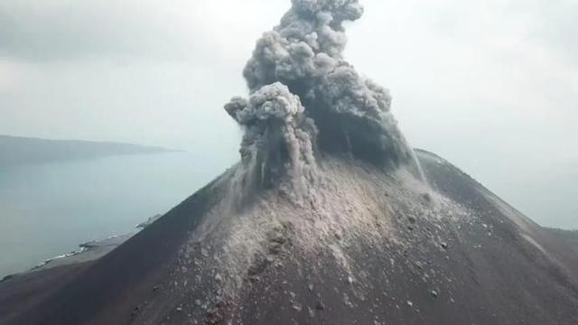 BNPB: Status Gunung Anak Krakatau Dinaikkan Siaga