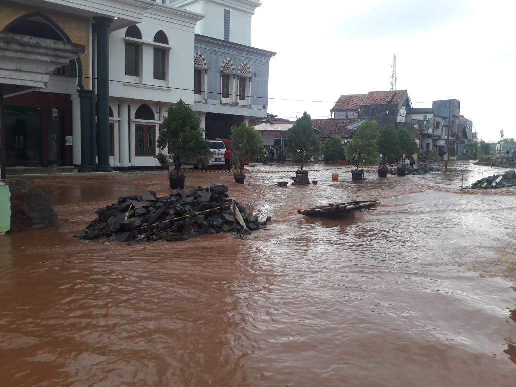 Banjir di kawasan Krukut Kecamatan Limo Kota Depok.