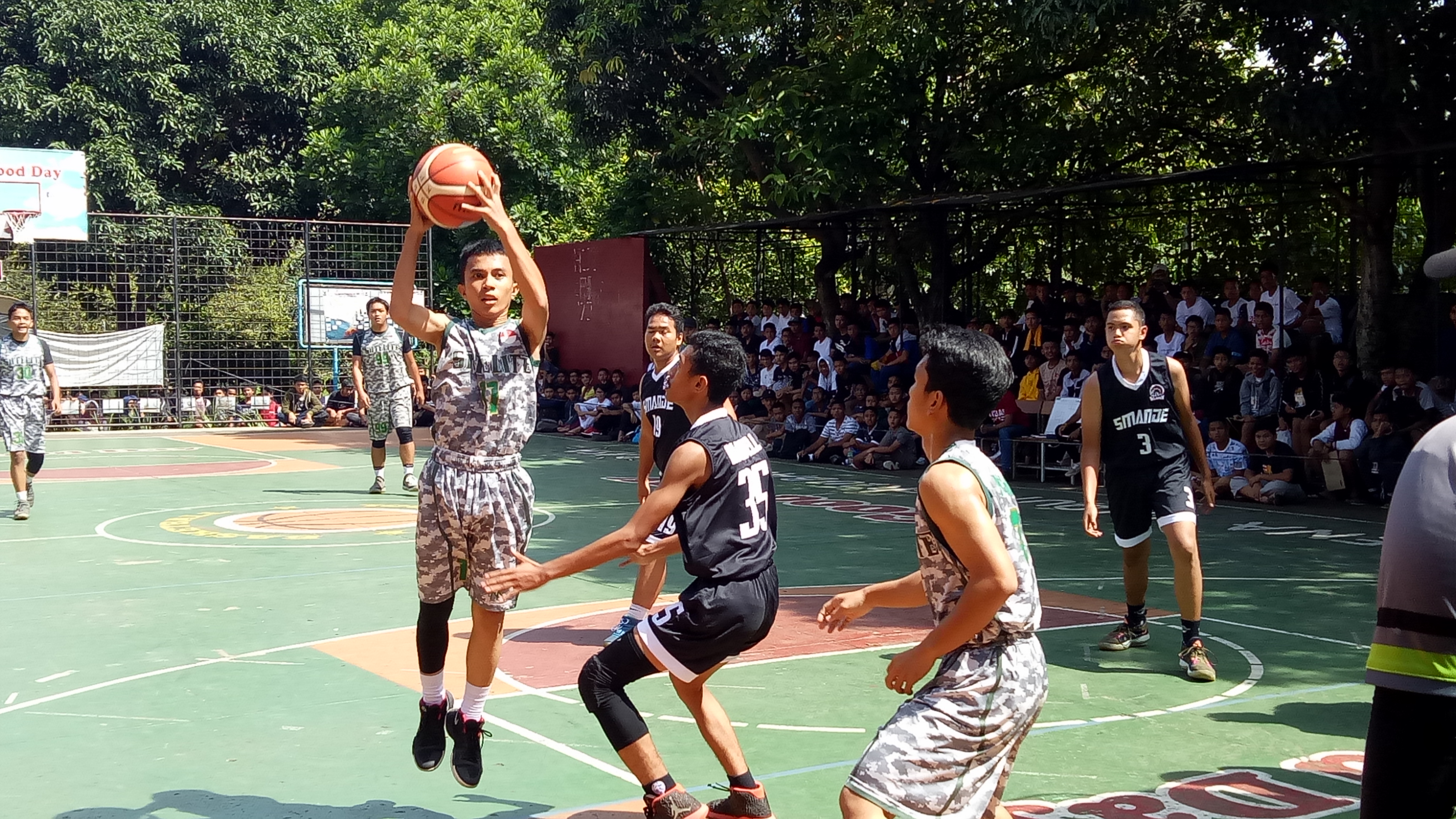 19 tim ikut turnamen basket Libas in action di SMAN 5 Depok