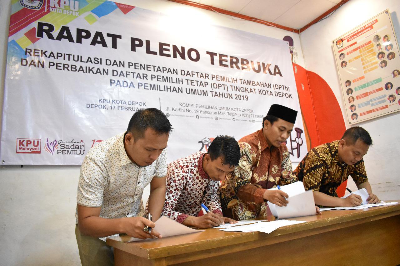 KPU Dopok menggelar Rapat Pleno untuk menetapkan DPTB Pemilu 2019.