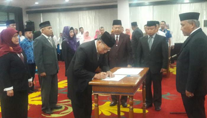 Walikota Depok memutasi empat pejabat penting Kota Depok.
